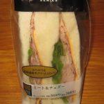 ファミリーマートのミート&チェダー(サンドイッチ)を食べた感想
