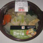 1日に必要とされる野菜1/2が摂れる鶏団子鍋(セブンイレブン)