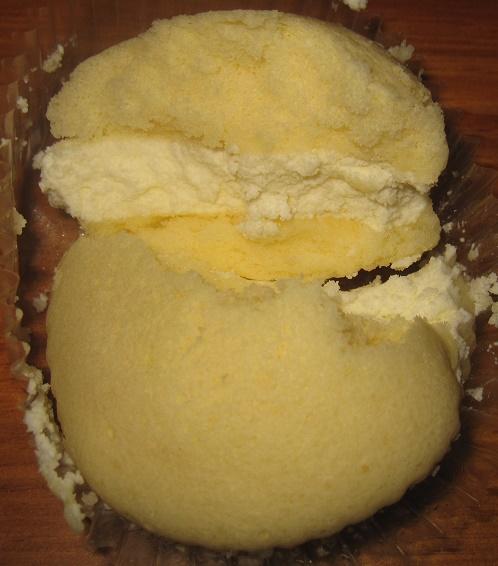 クリームを味わうチーズクリームのスフレケーキ4
