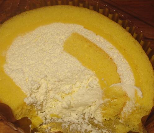 北海道産クリームのふんわりロールケーキ3