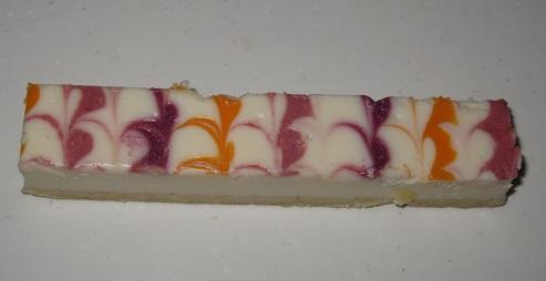彩りフルーツソースの白いチーズケーキ3