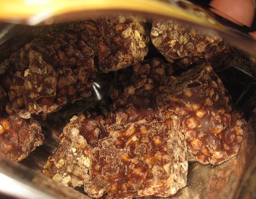 焙煎アマニのクランチチョコ3