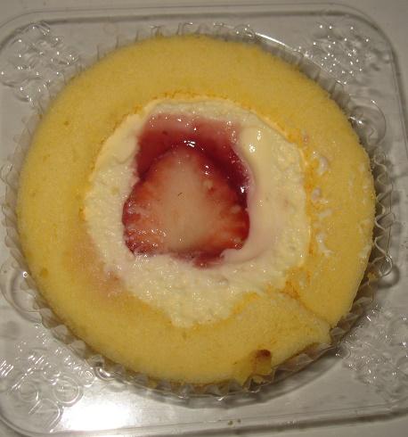 かすたーど苺ロールケーキ(いちごのせ)3