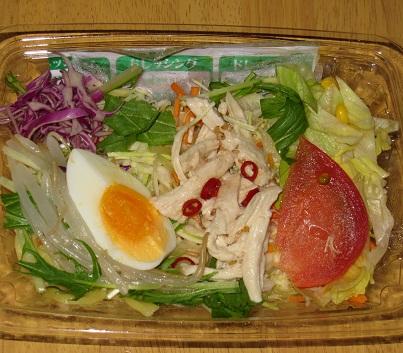 ピリ辛ドレッシングで食べるラーメンサラダ