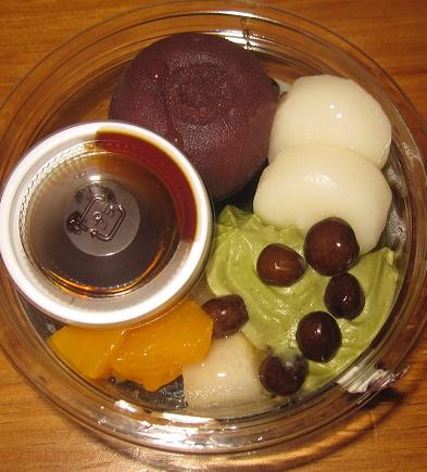 和三盆糖蜜の抹茶あんみつ