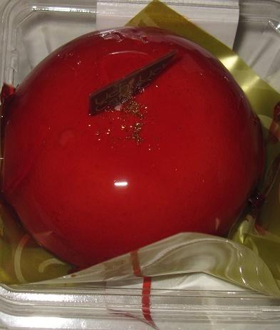 赤いクリスマスケーキ(ベリームース&ガナッシュ)