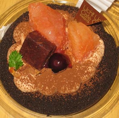 チョコのデコロールケーキ(純生クリームチョコレートのせ)