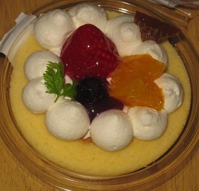 あまおうのデコロールケーキ(アサイー&ラズベリーソース使用)