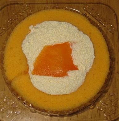 スプーンで食べるプレミアムメロンのロールケーキ