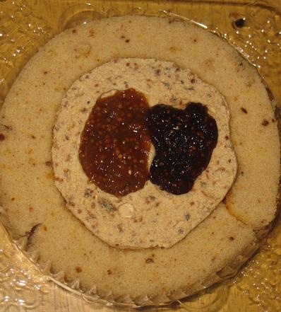 スプーンで食べるプレミアム2種のいちじくとクルミのロールケーキ