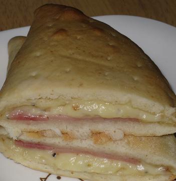 カルツォーネ(ハム&チーズ)