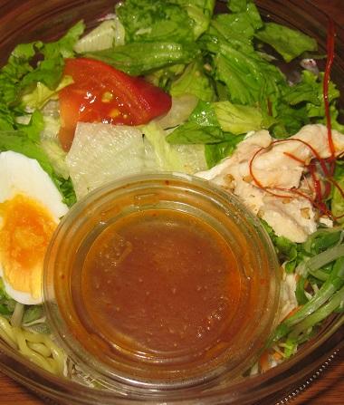 野菜たっぷり!ピリ辛ラーメンサラダ