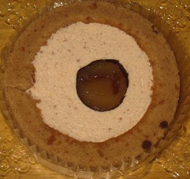スプーンで食べるプレミアムマロンのロールケーキ