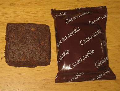 おとなのおやつ 3種のたっぷり木の実の厚焼きカカオクッキー