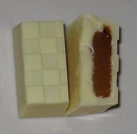 チロルチョコ(MOCHICREAMキャラメルプリン)