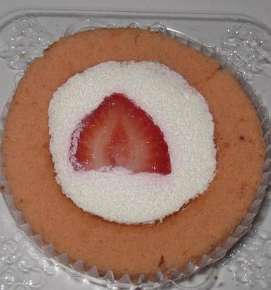 スプーンで食べるプレミアムあまおう苺のロールケーキ