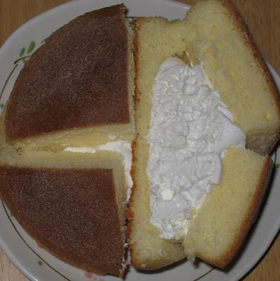 クリームたっぷりシフォンケーキ