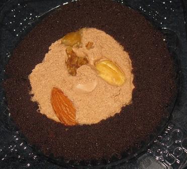 スプーンで食べるプレミアムチョコロールケーキ(ミックスナッツトッピング)