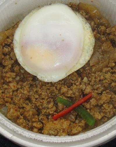 タイ風鶏肉のバジル炒めごはん